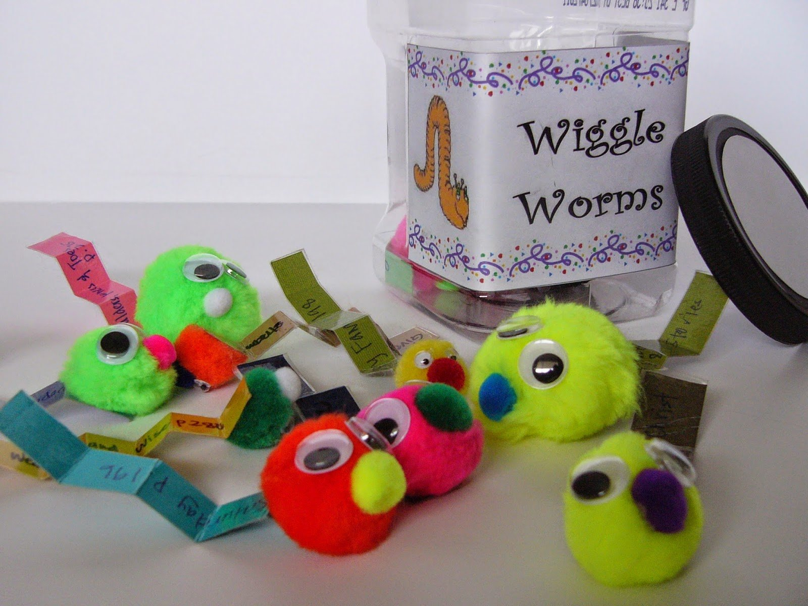 Camille's Primary Ideas: Wiggle Worm Jar Singing Time Lesson Plan Idea